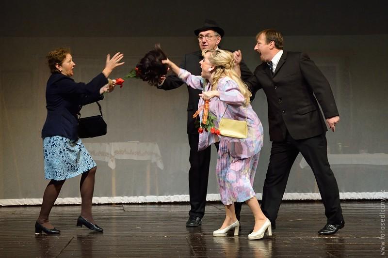 Divadelní ochotníci roztáčí komedii i s Janou Krausovou