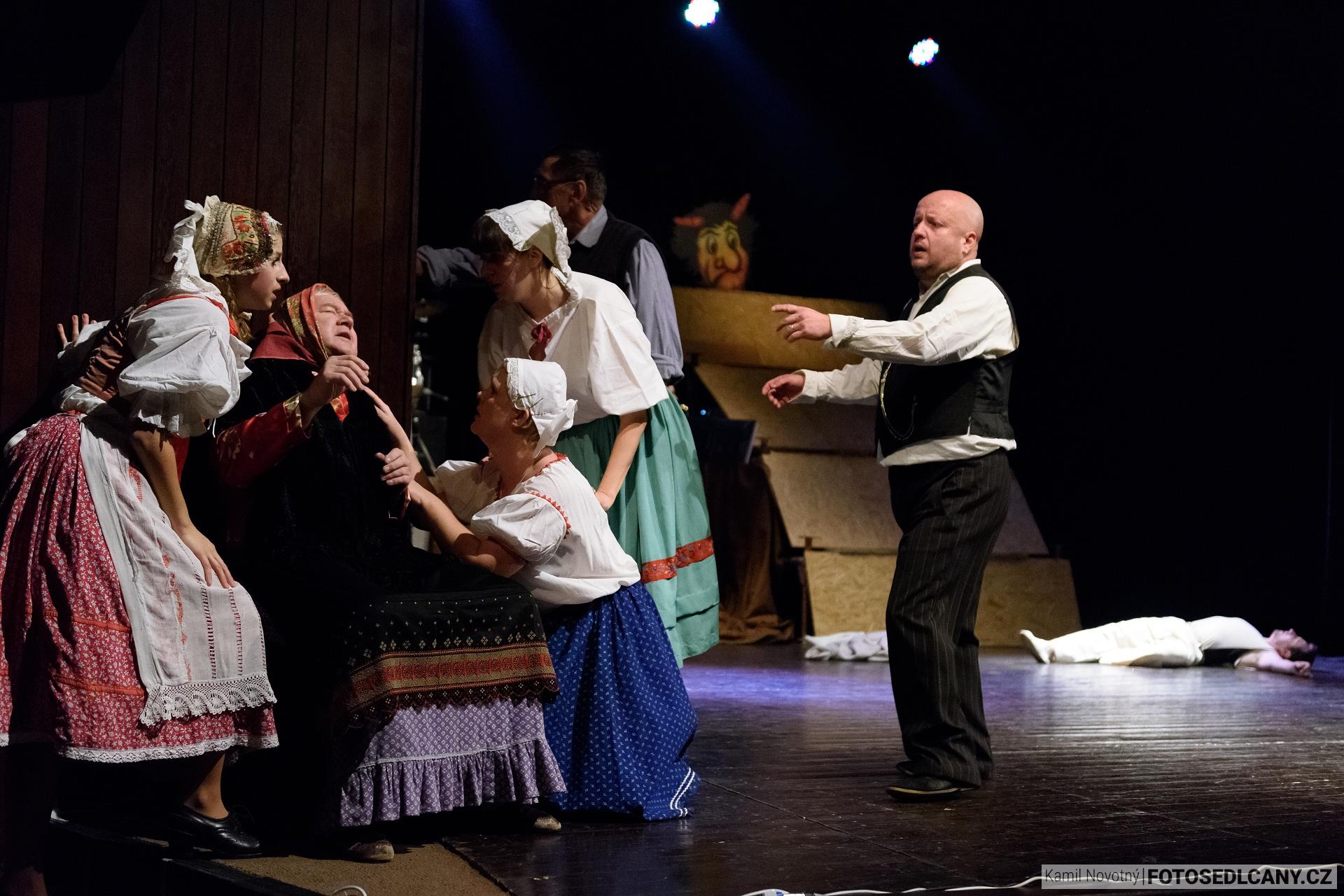 Divadlem na divadle ukázali ochotníci, kam patří