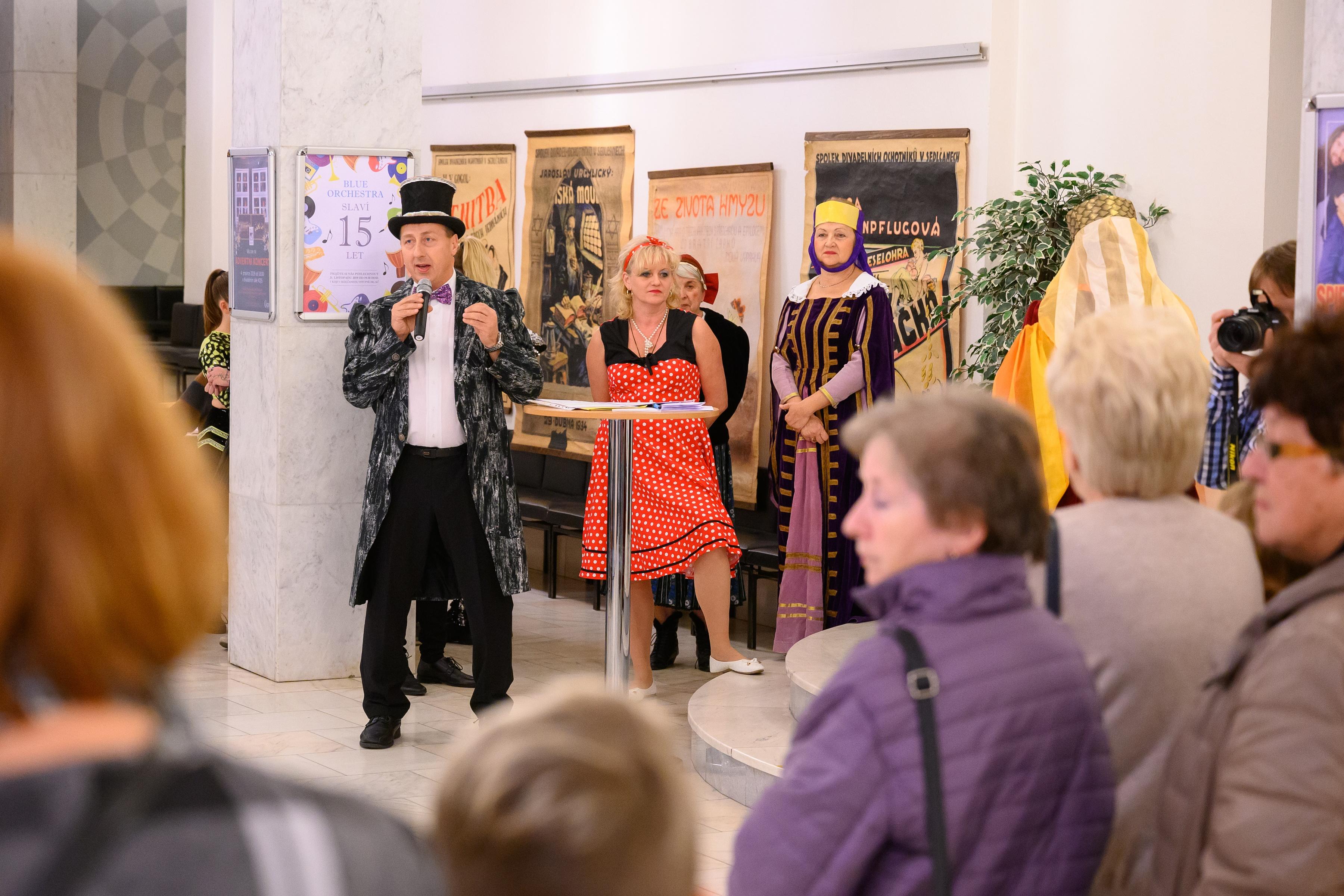 Návštěvníky Noci divadel vítal principál v cylindru
